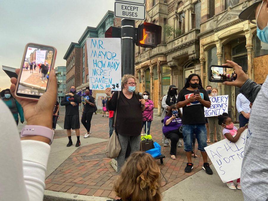 Protestors at Thursday rally. Photo: Mayra Parrilla Guerrero.