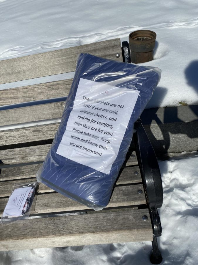 A blanket placed on a bench by Sofia's Angel volunteers.